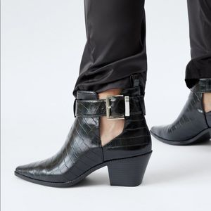 Zara Shoes - Black Ankle Boot